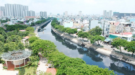 Tan Hoa – Lo Gom Canal has turned greener in 2020. (Photo: SGGP)