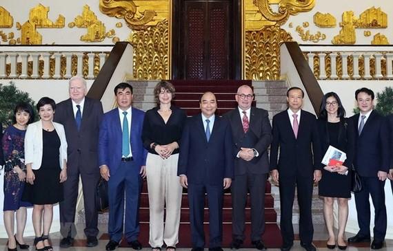 Prime Minister Nguyen Xuan Phuc on September 16 hosted a reception for Dutch and Belgian Ambassadors, Elsbeth Akkerman and Paul Jansen, along with EU investors. (Photo: VNA)