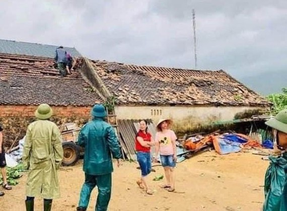 Storm Noul blows roofs off 22,000 houses in central region (Photo: SGGP)