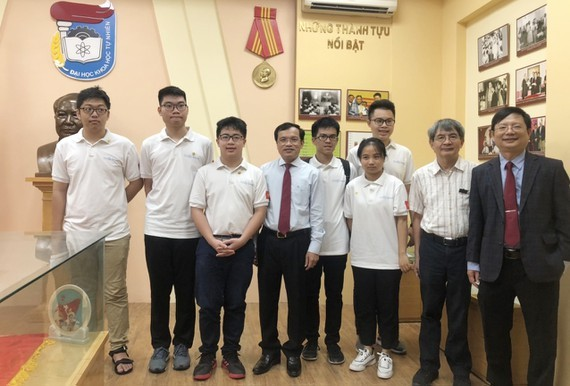 Tenth grader wins gold medal from International Mathematical Olympiad 2020