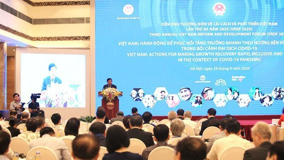 Planning and Investment Minister Nguyen Chi Dung speaks at the forum (Photo: SGGP)