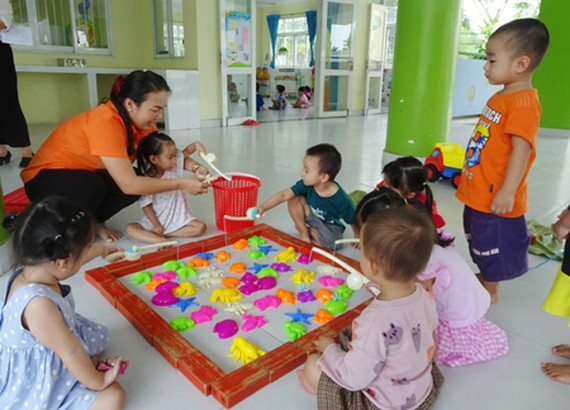 Pupils in 2/9 Kindergarten (sited in Hoc Mon District of HCMC) are taking part in a lesson.
