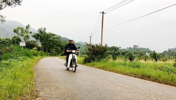 A road in Trugn Thanh Commune in Ha Giang Province was built from social contribution (Photo: SGGP)
