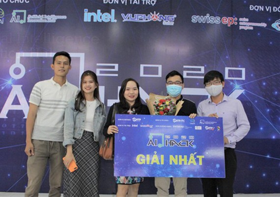 The champion of 'AI Hack 2020' bSmart. (Photo: SGGP)