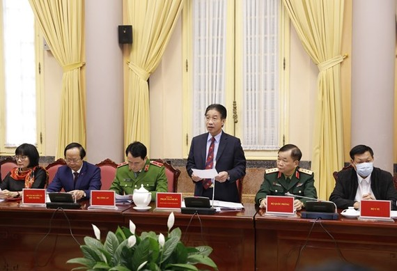 Vice Chairman of the Presidential Office Pham Thanh Ha (standing) chairs the press conference (Photo: VNA)