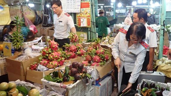 HCMC Food watchdog tightens food safety regulation (Photo: SGGP)