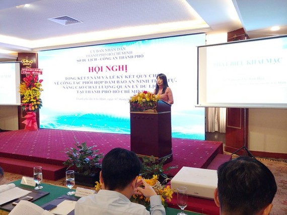Director of the Department of Tourism Nguyen Thi Anh Hoa speaks at the meeting (Photo: SGGP)