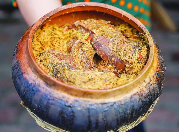 The braised fish clay pot (Photo: SGGP)