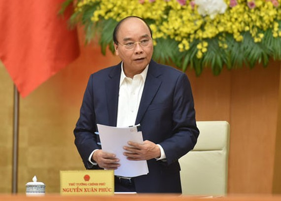 Prime Minister Nguyen Xuan Phuc is giving instructions on the delivery of timely warnings of air pollution to the community. (Photo: SGGP)