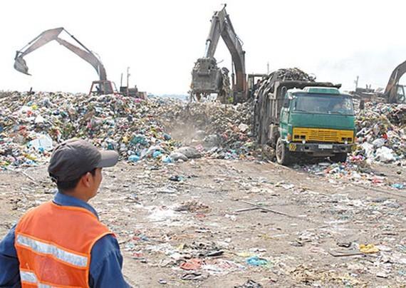 At a landfill in Ho Chi Minh City (Photo: SGGP)