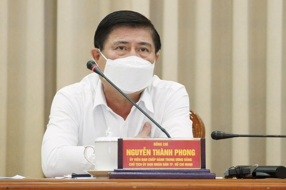 Chairman of the municipal People's Committee Nguyen Thanh Phong speaks at the meeting (Photo: SGGP)