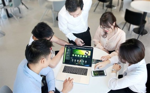 Banks have taken many policies, including offering free money transfers and investing in digital technology to attract customers. (Photo: cafef.vn)