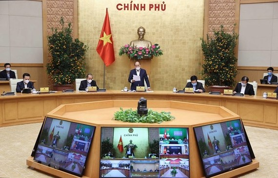 Prime Minister Nguyen Xuan Phuc (centre) speaks at the meeting on February 18 (Photo: VNA)