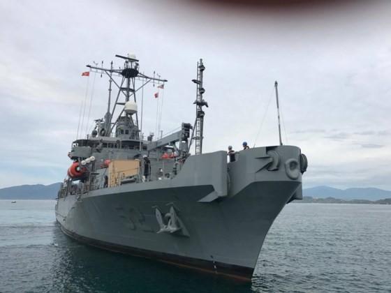 Safeguard-class salvage ship docks at Cam Ranh International Port