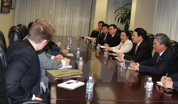 Vietnam's Deputy Prime Minister and Foreign Minister Pham Binh Minh at a meeting with US Under Secretary for Political Affairs at the US Department of State Thomas Shannon (Photo: VNA)