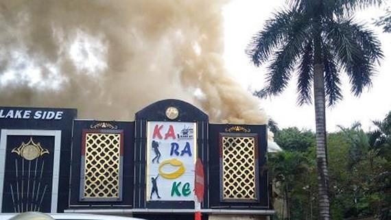 Huge Karaoke lounge fire occurs in Hanoi this morning (Photo:VNA)