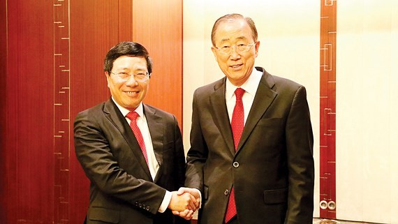 Deputy Prime Minister, Minister of Foreign Affairs of Vietnam Pham Binh Minh (L) and  former Secretary-General of the United Nations Ban- Ki- moon