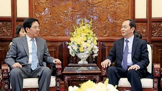 State President of Vietnam Tran Dai Quang (R) and Chinese Ambassador  in Vietnam Hong xiao Yong (Photo:VNA)