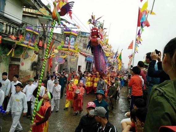 Procession of Long Chau boat (Source: baomoi.com)