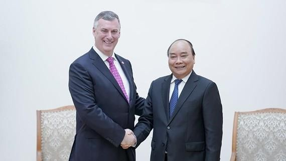 Vietnamese Prime Minister Nguyen Xuan Phuc receives Executive Vice President of the Boeing Company and President cum Chief Executive Officer of Boeing Commercial Airplanes Kevin McAllister. Photo VGP