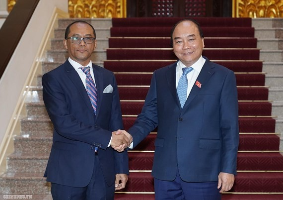 Prime Minister Nguyen Xuan Phuc welcomes Timor- Leste Foreign Minister Dionisio Babo Soares (Photo:VGP)