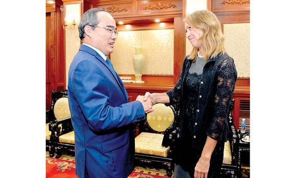 Secretary of the Ho Chi Minh City Party Committee Nguyen Thien Nhan receives the United States Consul General in Ho Chi Minh City Mary Tarnowka