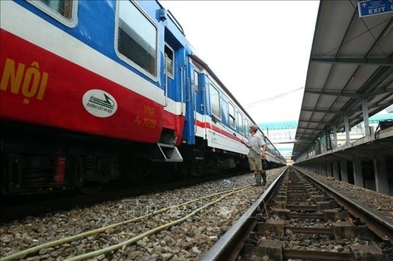 A worker cleans a train on the North-South line. (Photo: VNA)