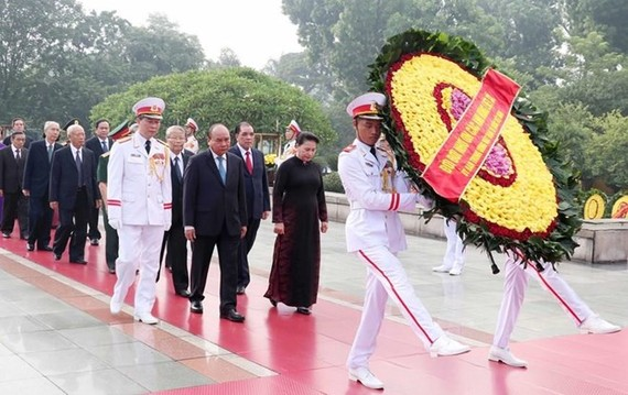 Leaders laid a wreath at the Martyrs' Monument in Hanoi on July 26 on the occasion of the 72nd Day of War Invalids and Martyrs (Photo: VNA)