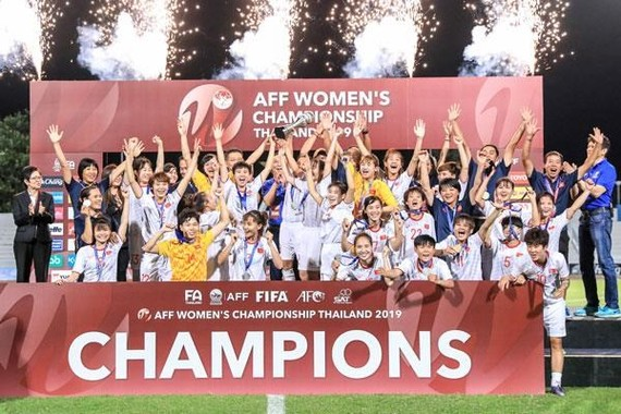 Vietnamese players celebrate their championship (Photo: vff.org.vn)