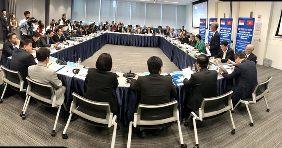 A roundtable conference between the municipal government and a large number of Singapore businesses (Photo:SGGP/ Kieu Phong)