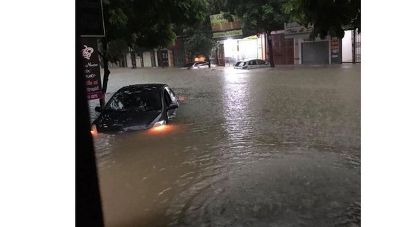 Torrential downpour causes serious flood