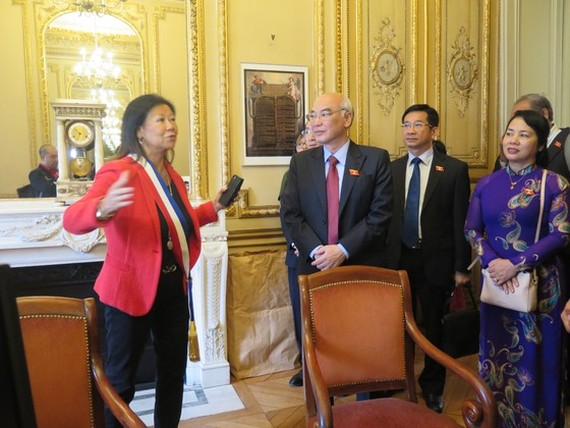 Mayor of the 8th arrondissement of Paris Ms. Jeanne D'hauteserre talks with the delegation of National Assembly of Ho Chi Minh City