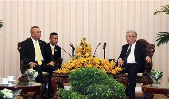 Vietnam's Deputy Defence Minister Nguyen Chi Vinh (R) and Thailand's Permanent Secretary of Defence Natt Intracharoen at the dialogue (Photo: VNA)