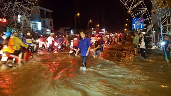 High tide inundated roads of Can Tho city