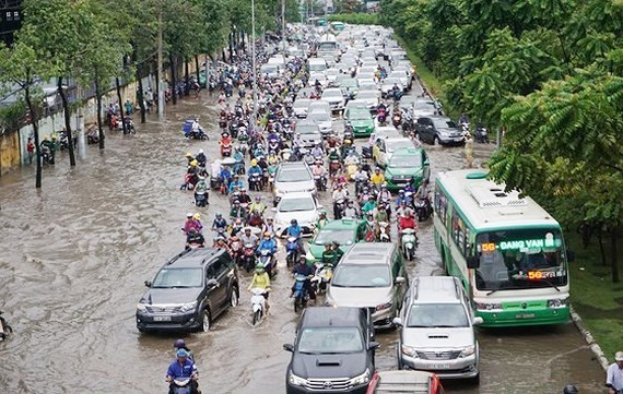The flooding often occurs in Nguyen Huu Canh street