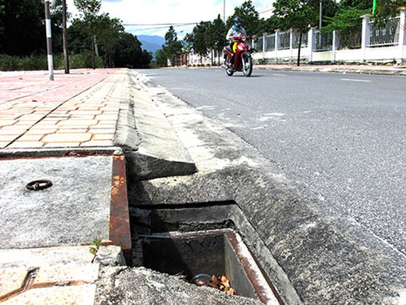 HCMC plans to build residential water drainage systems through  sewers in Binh Thanh District in the first quarter of 2020.