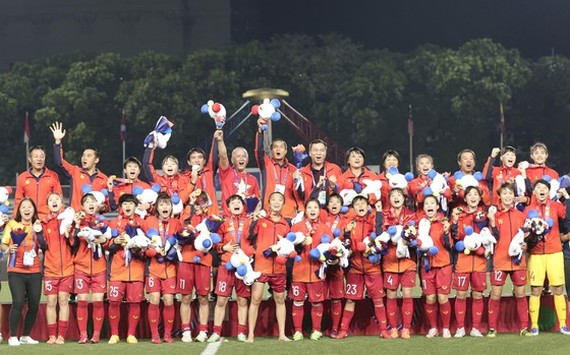 The women's football team win the SEA Games gold medal for the sixth time (Photo:DUNG PHUONG)