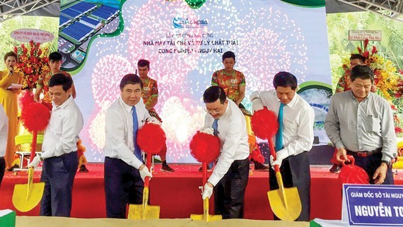 Chairman of the Ho Chi Minh City People's Committee Nguyen Thanh Phong  and delegates attend in the ground-breaking ceremony of hazardous waste treatment plant