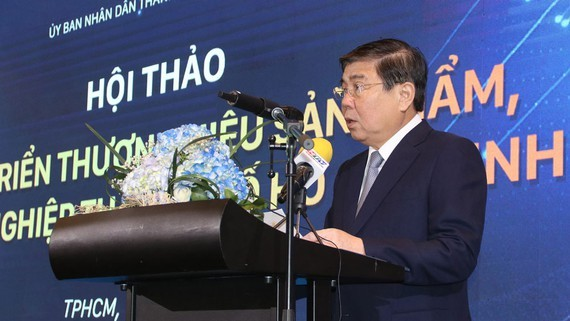 "Chairman of the Municipal People's Committee Nguyen Thanh Phong speaks at the seminar under the theme ""Developing the brands of products and enterprises in HCMC"""