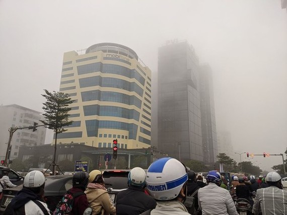 Thick blanket of fog covers in Hanoi