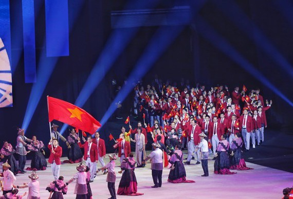 Vietnam sport delegation at the opening ceremony of SEA Games 30 (Photo: Dung Phuong)