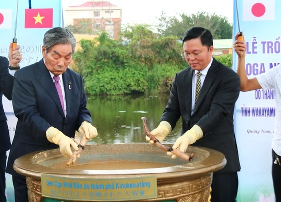 Leaders participate in tree-planting ceremony of Oga lotus flowers