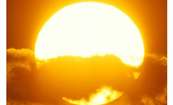 North cold, South hot on Tet holiday