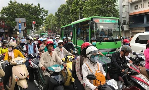 During the holidays, traffic police dealt with more than 19,900 violations of traffic rules, imposing fines worth VND 19.3 billion. (Photo: VNA)