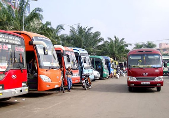Operation suspension of over 9-seat business and tour vehicles from or to Hanoi and Ho Chi Minh City is applied from March 30 to April 15.