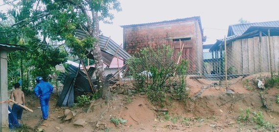 Whirlwind blows away at least 17 rooftops in Thua Thien- Hue