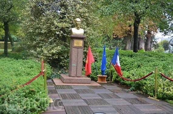 The bust of President Ho Chi Minh in Montreuil city (Photo: VNA)