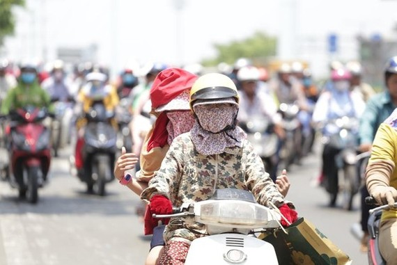The capital city of Hanoi experiences a record high of over 40 degrees Celsius