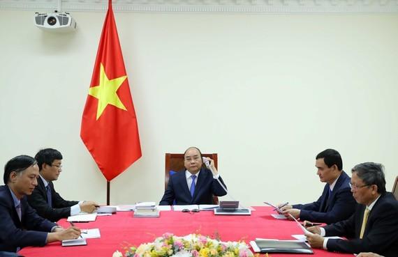 PM Nguyen Xuan Phuc holds phone talk with his Malaysian counterpart Muhyiddin Yassin (Photo: VGP)