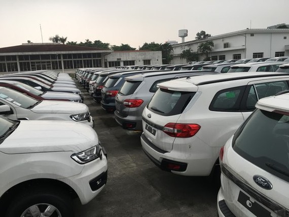 According to the General Department of Vietnam Customs, the number of imported cars in June reaches 44.5 percent compared to the last month. (Photo: Van Phuc)